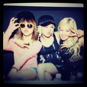 More of SNSD Sunny and Hyoyeon's photos from the World DJ Festival