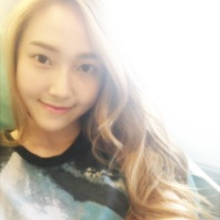 Girls' Generation's Jessica enjoys watching TV with her Friend