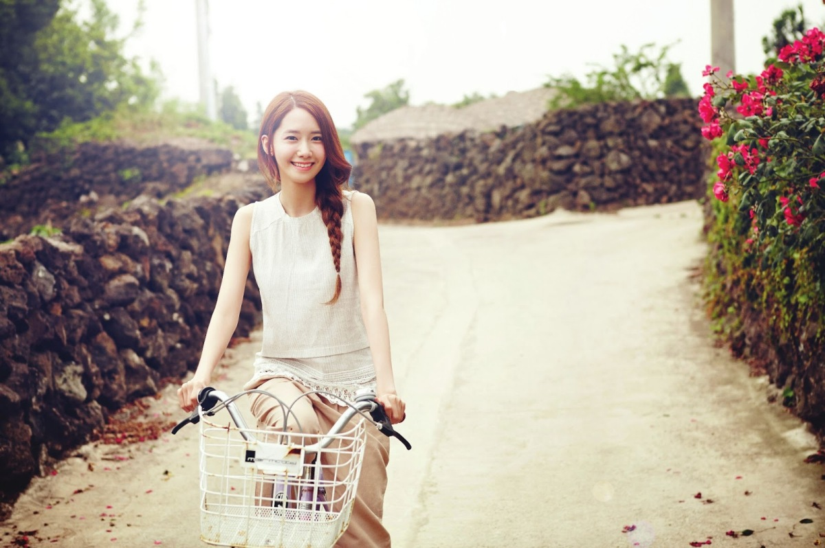 Girls' Generation's YoonA and her lovely photos from 'Innisfree'