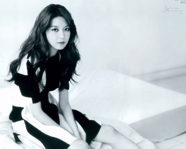 e9511-sooyoungellemagazine3