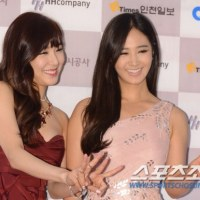 Yuri and Tiffany at the red carpet event of the '2013 Incheon Korean Music Wave'