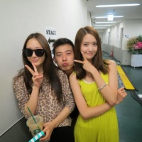 SNSD's YoonA and f(x)'s Krystal posed for a gorgeous pair of photos!