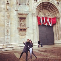 SNSD's Yuri and Tiffany snapped some beautiful photos in Italy!