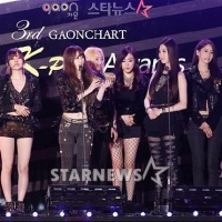SNSD won 'Artist of the Year' and 'Album of the Year' at the 3rd Gaon Chart K-Pop Awards