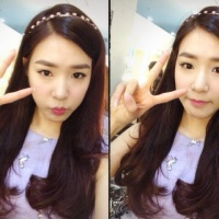 Check out SNSD Tiffany's adorable pair of SelCa pictures