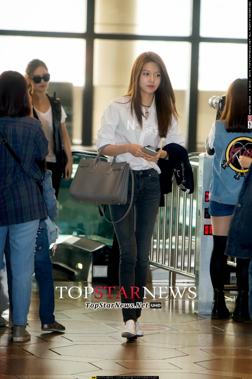 check out snsd�s hot airport pictures as they head to