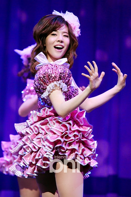 Singin in the Rain Press Call SNSD Sunny